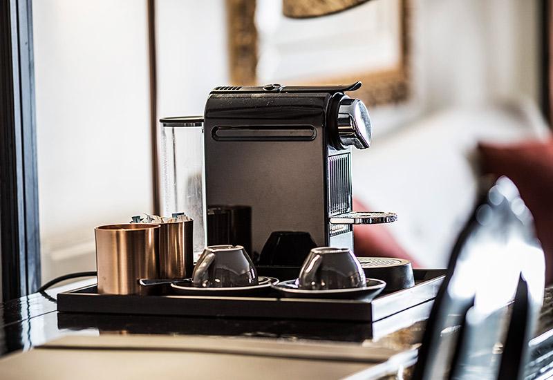 Nespresso maskine på hotel værelse