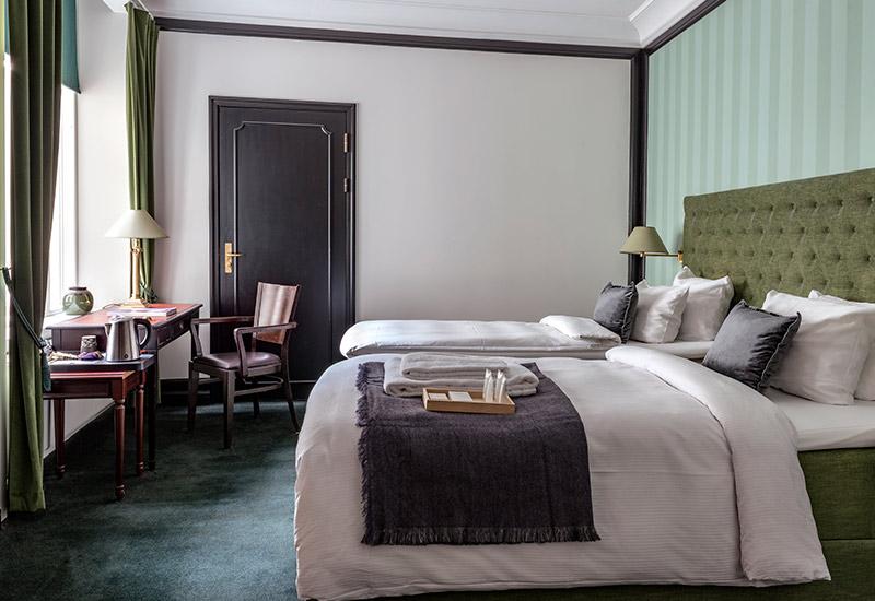 Deluxe twin hotelværelse med to separate senge